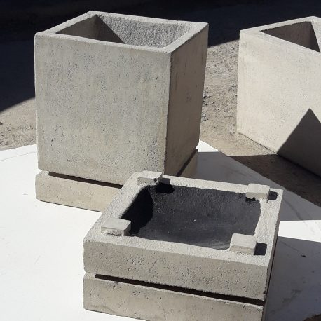 Bases recipientes de agua para macetas